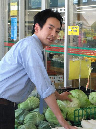 営業部 店舗運営部 新鮮市場大在店 青果部門チーフ 長峰 康浩